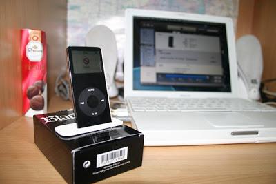 iPod nano (black), white MacBook and JBL loudspeakers