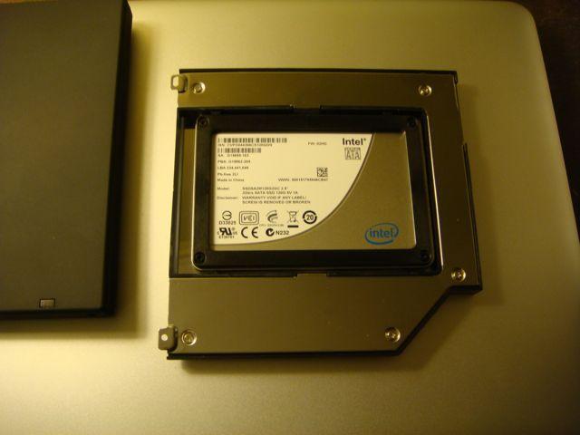 Intel X25-M SSD 安装在 MCE OptiBay 里面