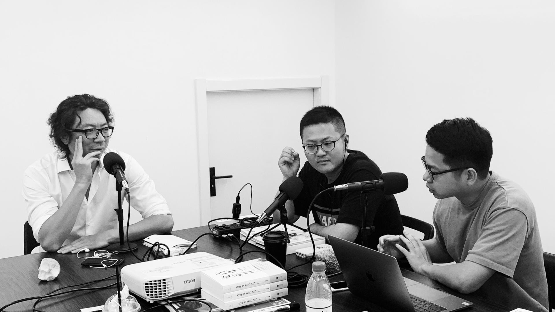 「利器x播客」访谈《忽左忽右》:当做播客最初的新鲜感和表达欲被满足后,接下来呢?